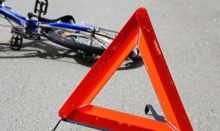 У Черкасах під час руху автівка зачепила 73-річного велосипедиста