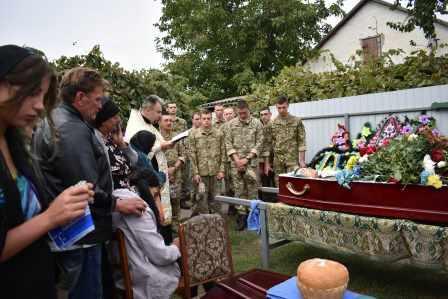 На Черкащині поховали 21-річного військового, який загинув від кулі снайпера