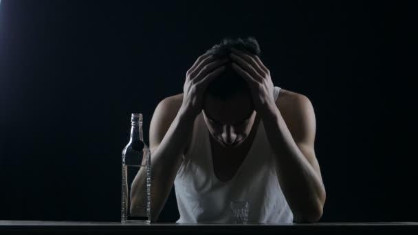 На Черкащині чоловік ледь не вбив жінку через пляшку горілки