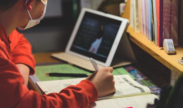 Для учнів 6-10 класів розроблено спеціальні уроки про COVID-19