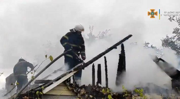 На Черкащині рятувальники ліквідували пожежу будівлі (ВІДЕО)