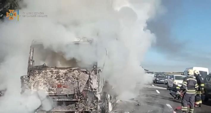 На Черкащині під час руху загорілась вантажівка (ВІДЕО)